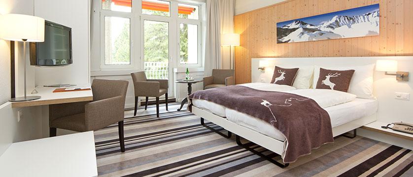 Switzerland_Davos_Hotel_National_superior_bedroom.jpg